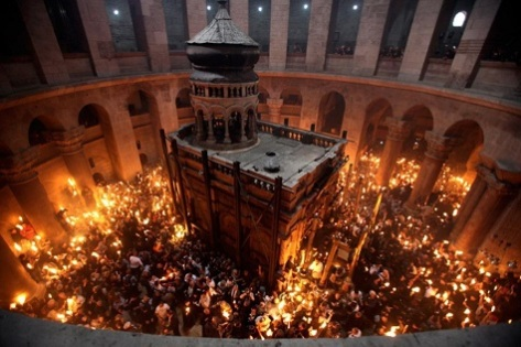 02h-easter-holy-week-holy-fire-in-the-church-of-the-holy-sepulchre-in-jerusalem